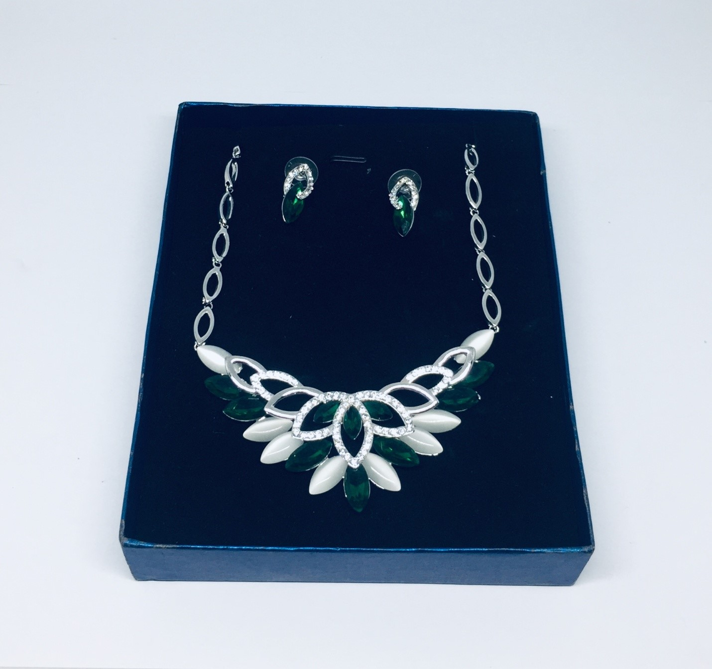 Silver Teardrop Necklace and Earrings Fashion Jewelry Set